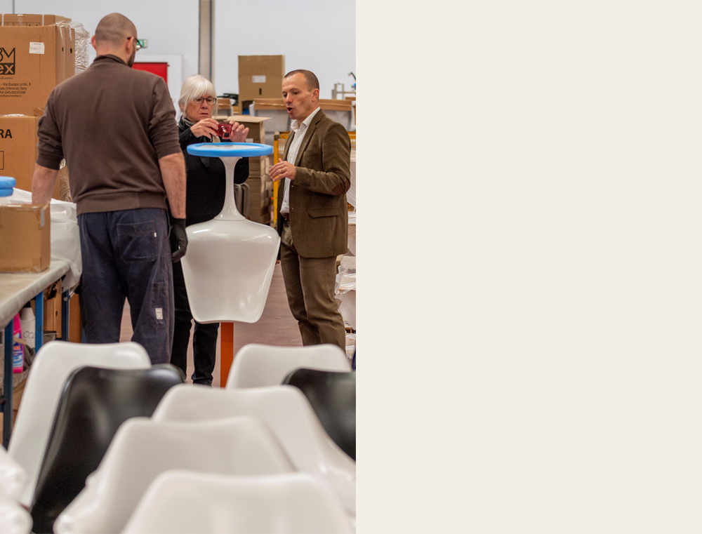Susan Saarinen visits the Knoll factory in Foligno (Italy)